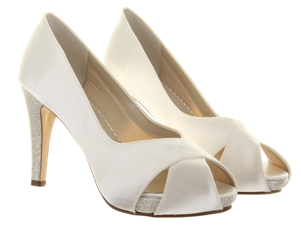 Wide bridal wedding shoes | Top wedding USA blog